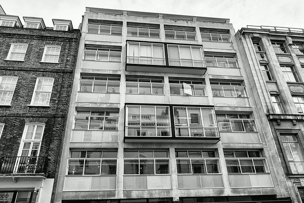 Erno Goldfinger Building 1955