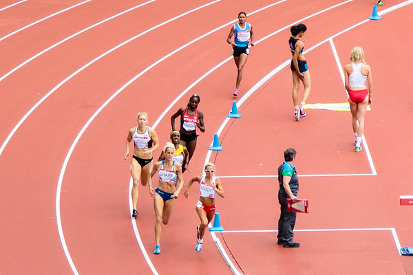 Women's 800m heats - Meadows (Eng) and Sharp (Scotland) in the lead